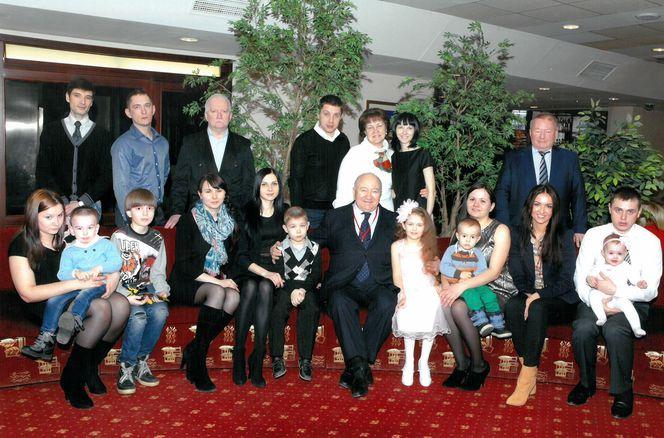 В. И. Грайфер с крестницами, их мужьями, детьми и наставниками из АО «РИТЭК»