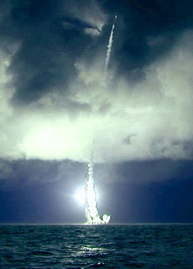 Залповый пуск ракеты _Булава-30_.jpg